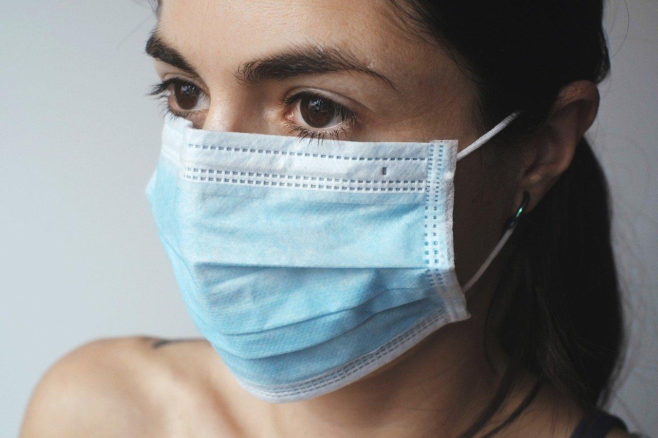 El primer dia de dispensació de les 60.000 mascaretes que el ministeri de Salut d'Andorra ha posat a disposició de les farmàcies va generar molta més afluència