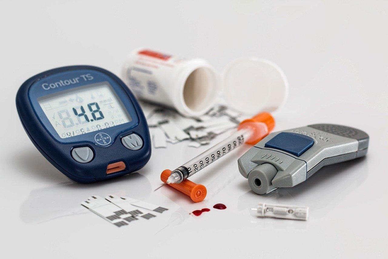 La pandémie de Covid-19 met sous les feux de l'actualité une autre pandémie, beaucoup plus silencieuse : celle du diabète. Caractérisée par un taux de sucre trop important dans le sang (hyperglycémie)