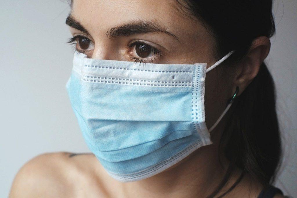Les masques vont jouer un rôle important dans le déconfinement, qui a débuté le 11mai en France. A partir de cette date, ne pas en porter dans les transports en commun sera passible d'une amende de 135euros